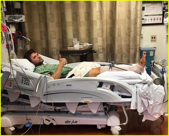 ryan phillippe hospitalized 013929172