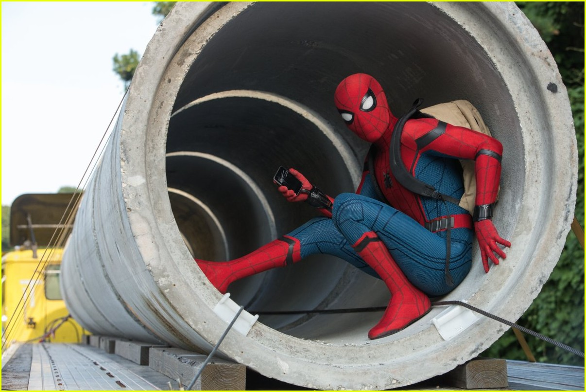 is there a spider man end credits scene 013924184