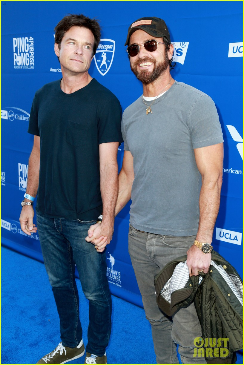 justin theroux jason bateman hold hands at charity ping pong tournament 053934851