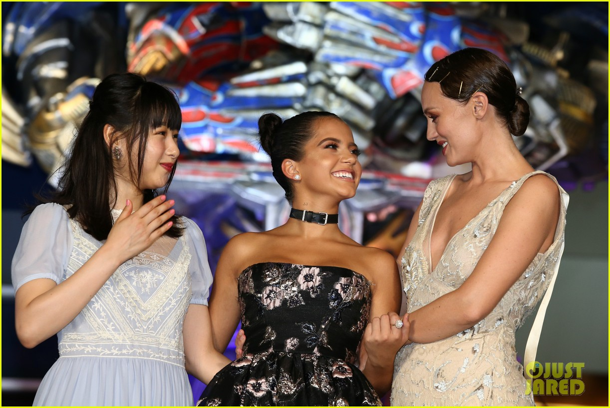 transformers japan premiere laura haddock isabela moner 043931019
