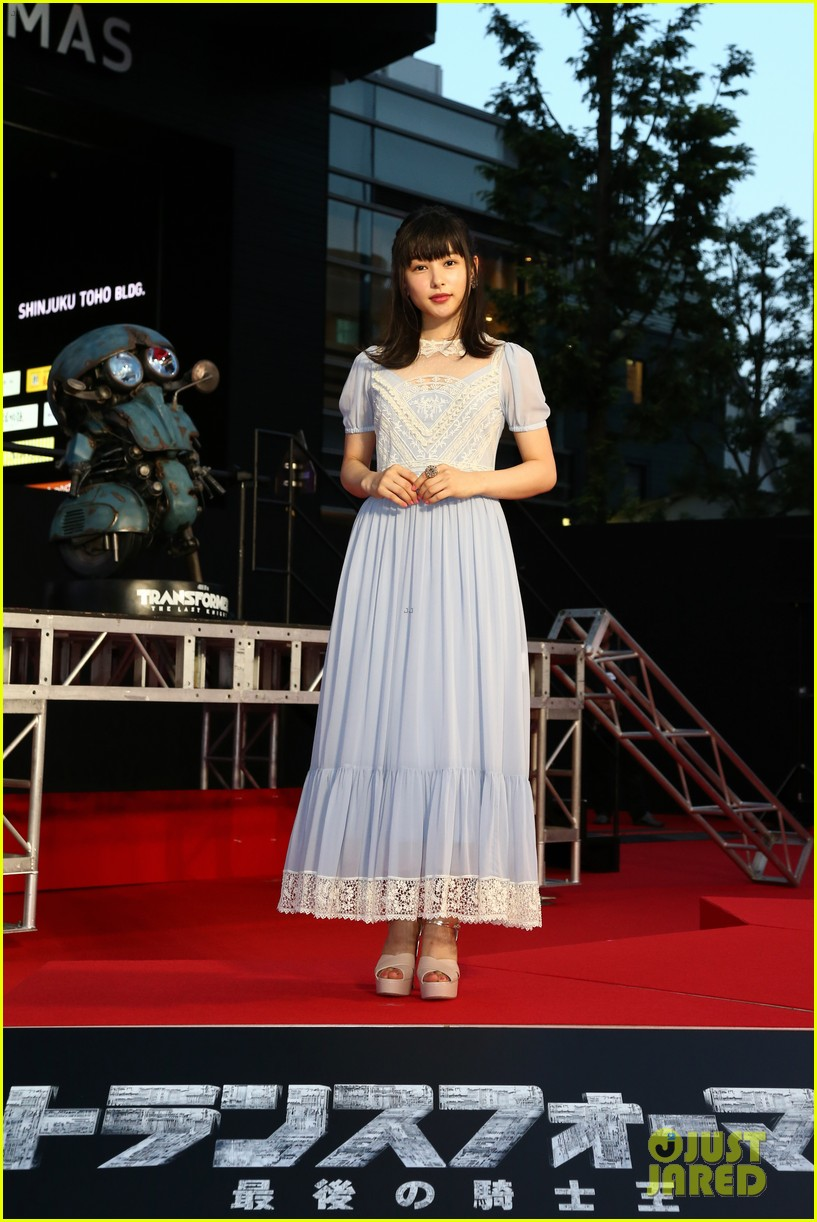 transformers japan premiere laura haddock isabela moner 083931023