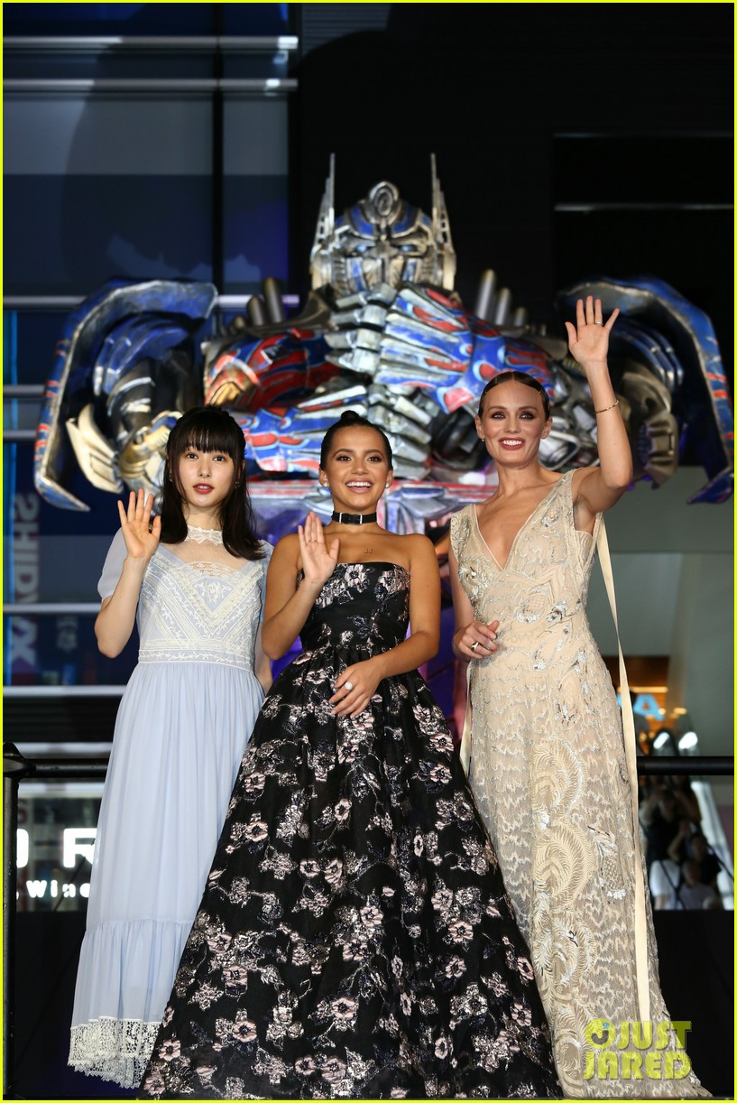 transformers japan premiere laura haddock isabela moner 133931028