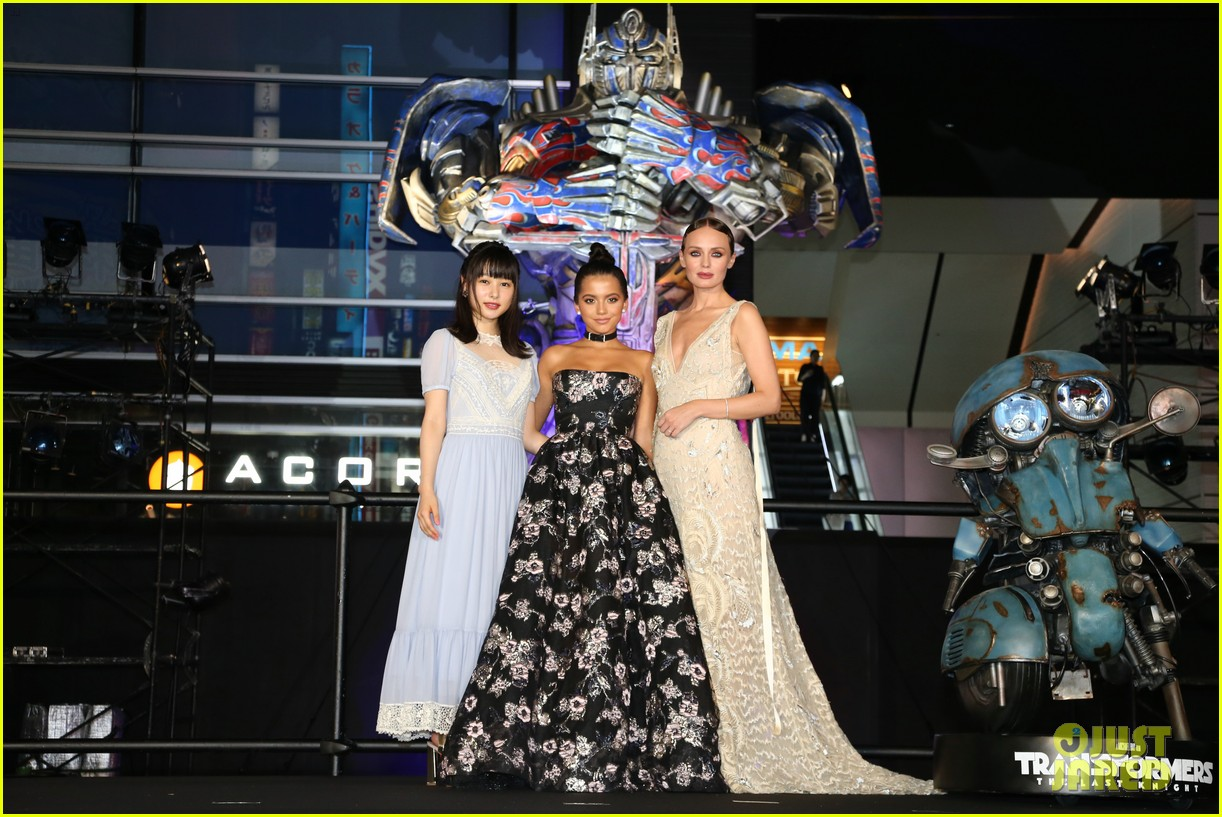 transformers japan premiere laura haddock isabela moner 143931029