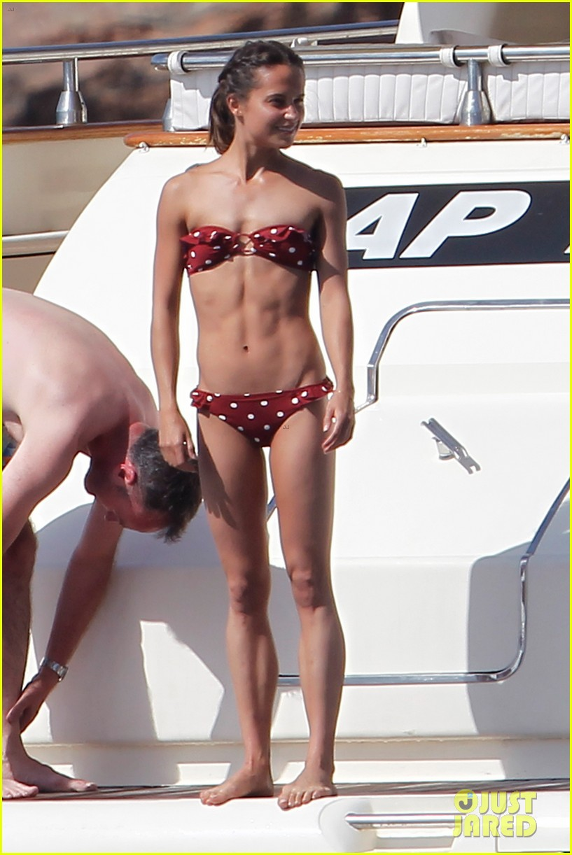 alicia vikanders abs are ripped to shreds 013924964