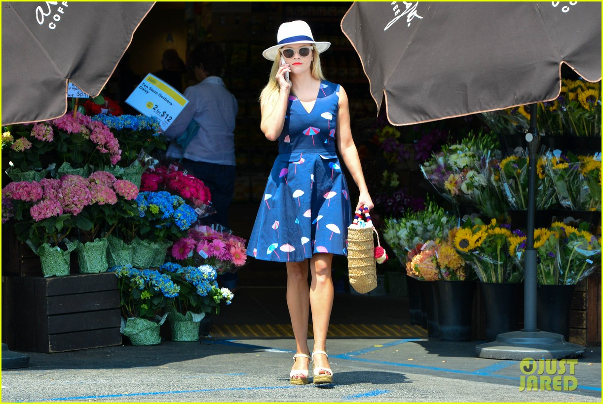 reese witherspoon shares adorable story of sons deacon and tennessee 053922045