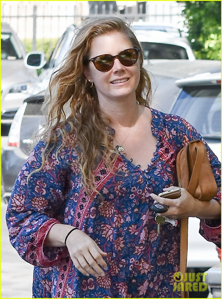 amy adams looks stunning while going makeup free in la 023941135