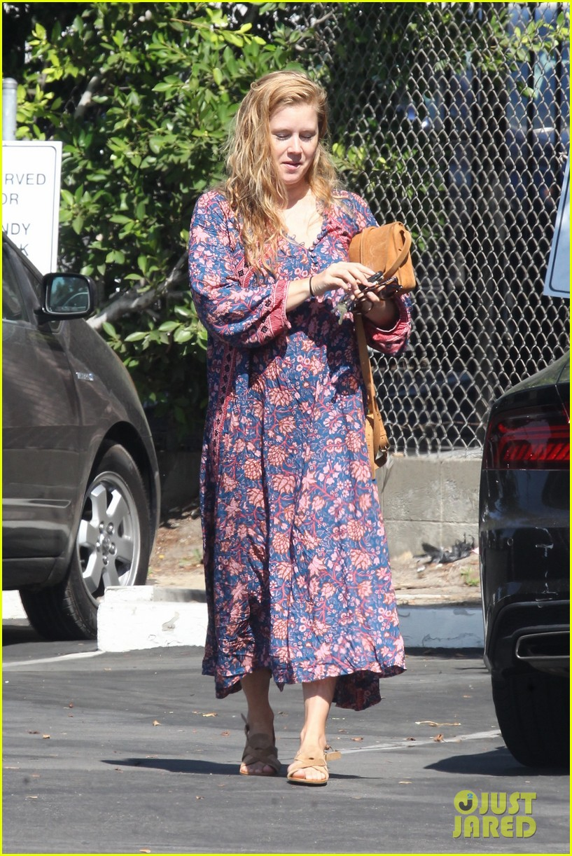 amy adams looks stunning while going makeup free in la 033941136