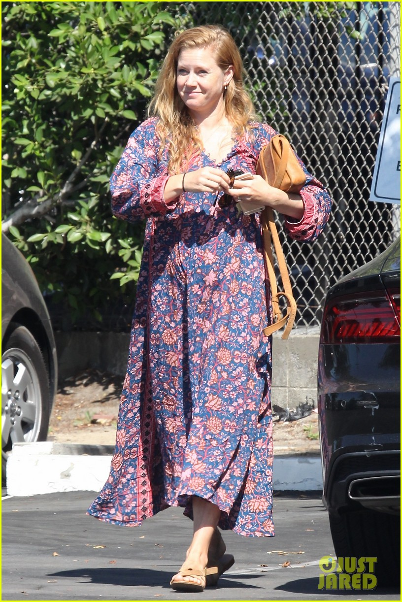 amy adams looks stunning while going makeup free in la 053941138