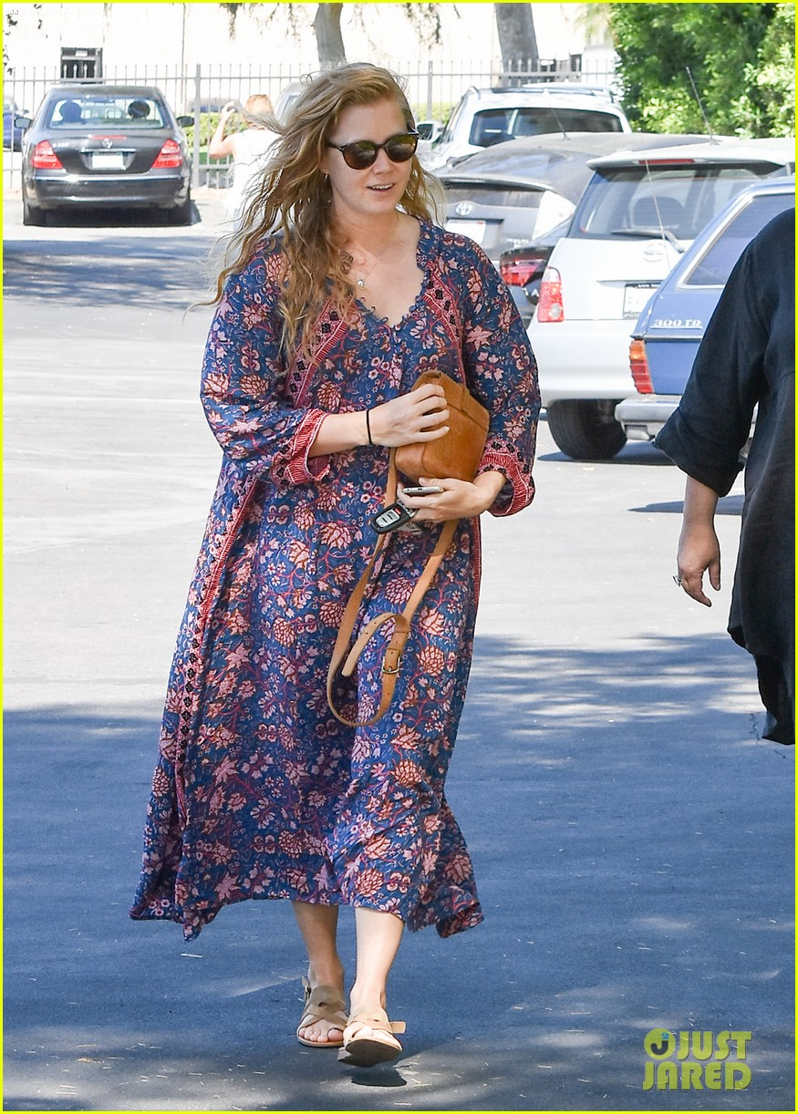 amy adams looks stunning while going makeup free in la 093941142