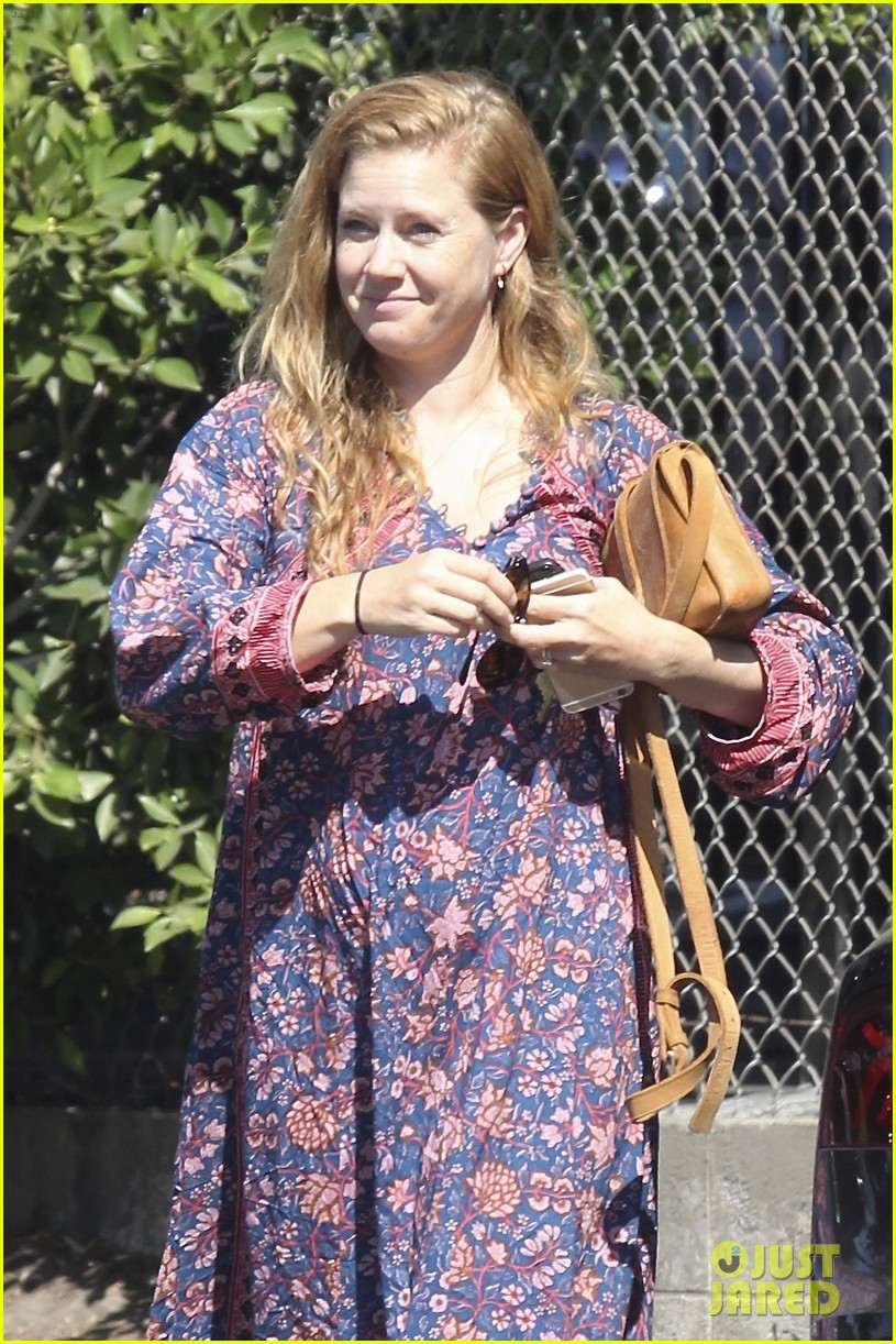 amy adams looks stunning while going makeup free in la 113941144