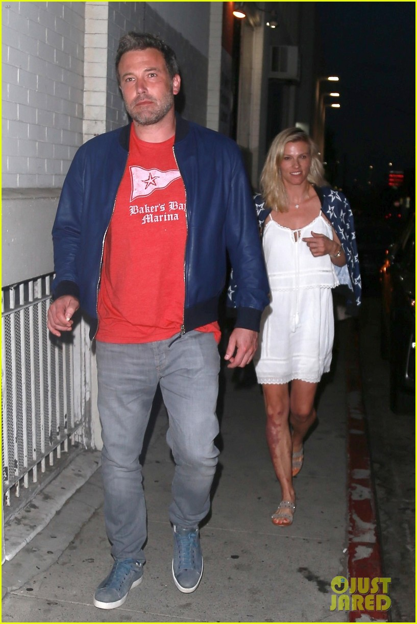 ben affleck lindsay shookus pizza dinner 013937347
