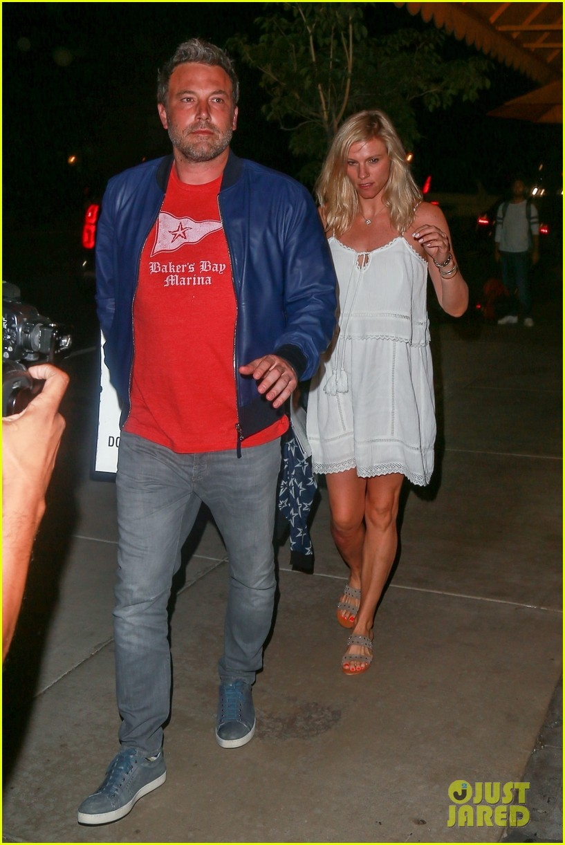 ben affleck lindsay shookus pizza dinner 043937350