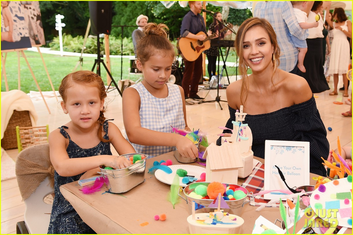 jessica alba honest company event with kids 023938223