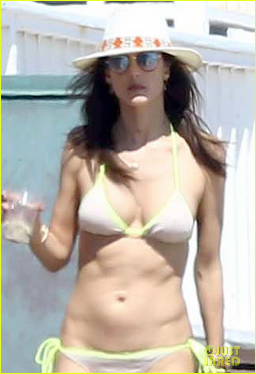 alessandra ambrosio shows off her bikini body during family beach day 063940592