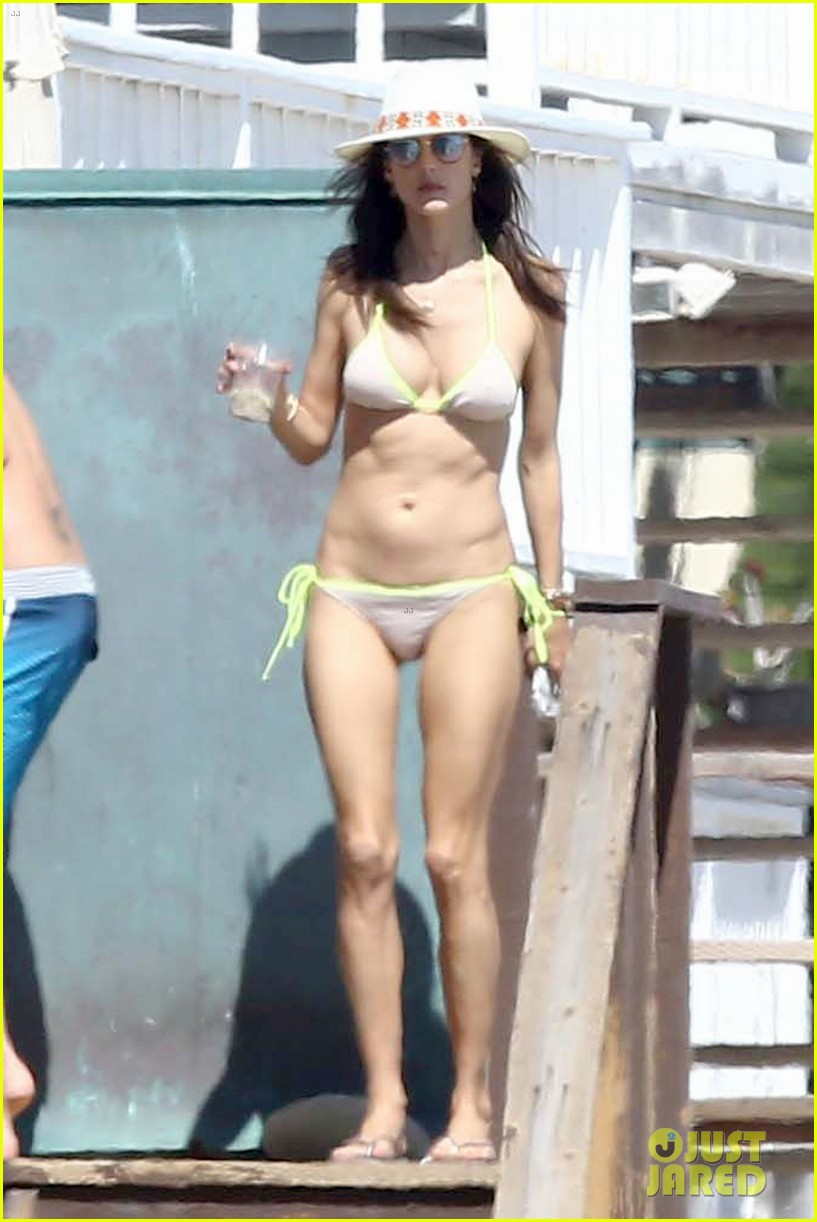 alessandra ambrosio shows off her bikini body during family beach day 073940593
