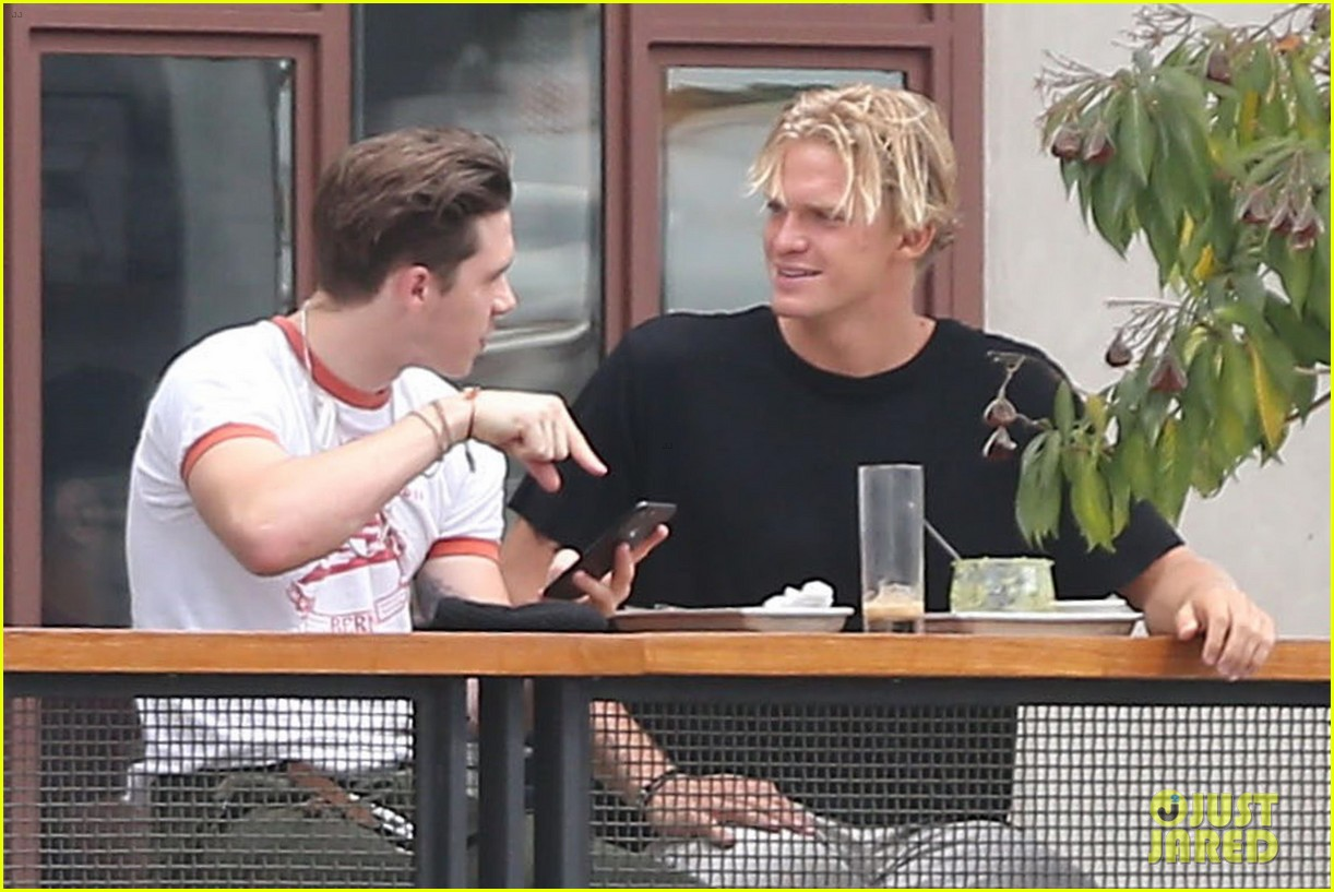 brooklyn beckham and cody simpson grab lunch in weho 013942862
