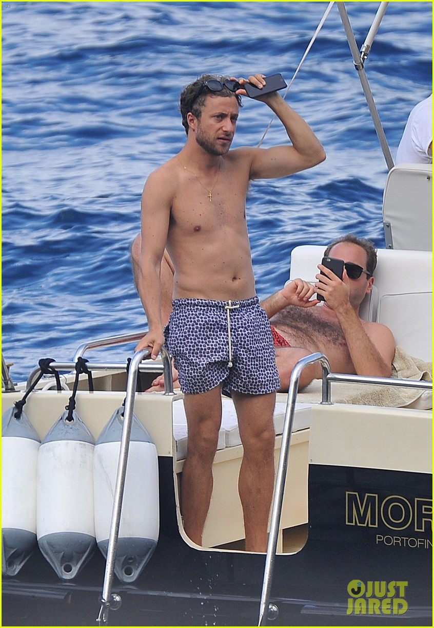 bee shaffer fiance francesco carrozzini flaunt pda in italy 033948825