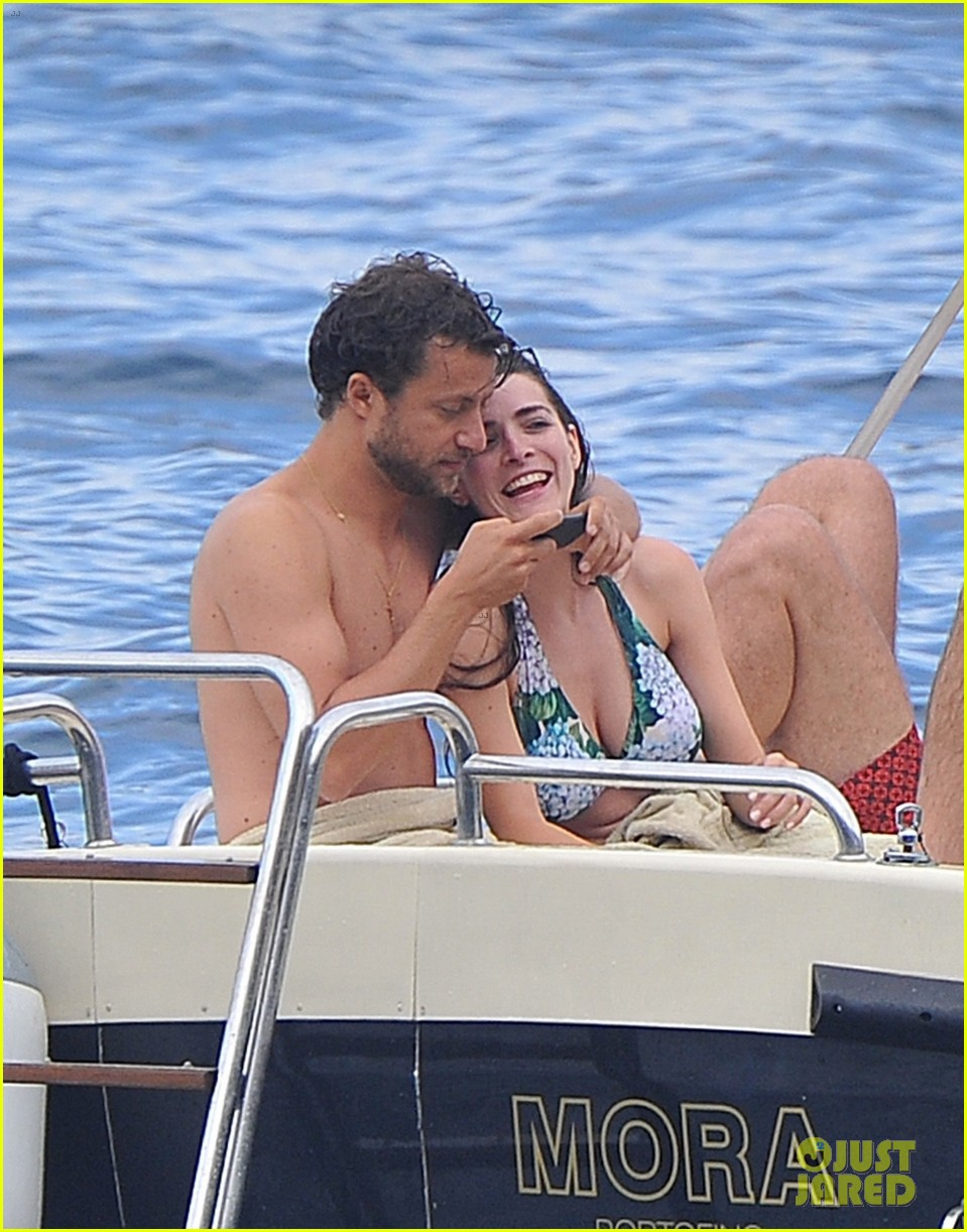 bee shaffer fiance francesco carrozzini flaunt pda in italy 083948830