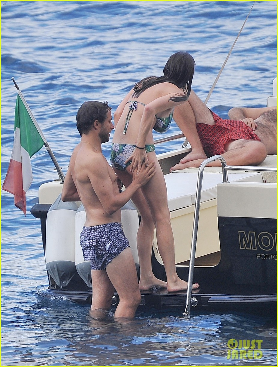 bee shaffer fiance francesco carrozzini flaunt pda in italy 243948846