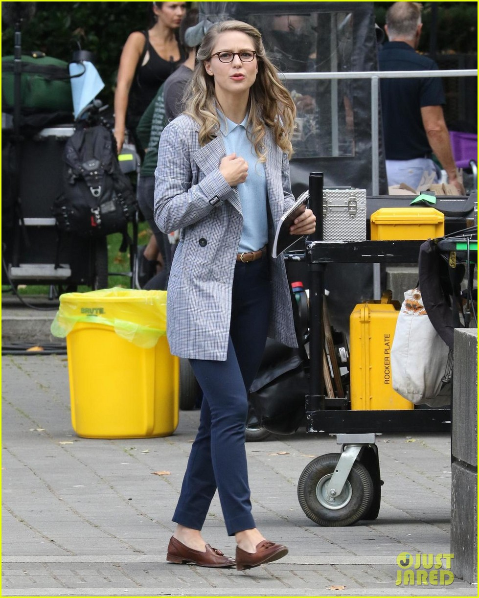 melissa benoist continues filming supergirl season 3 in canada 033948820