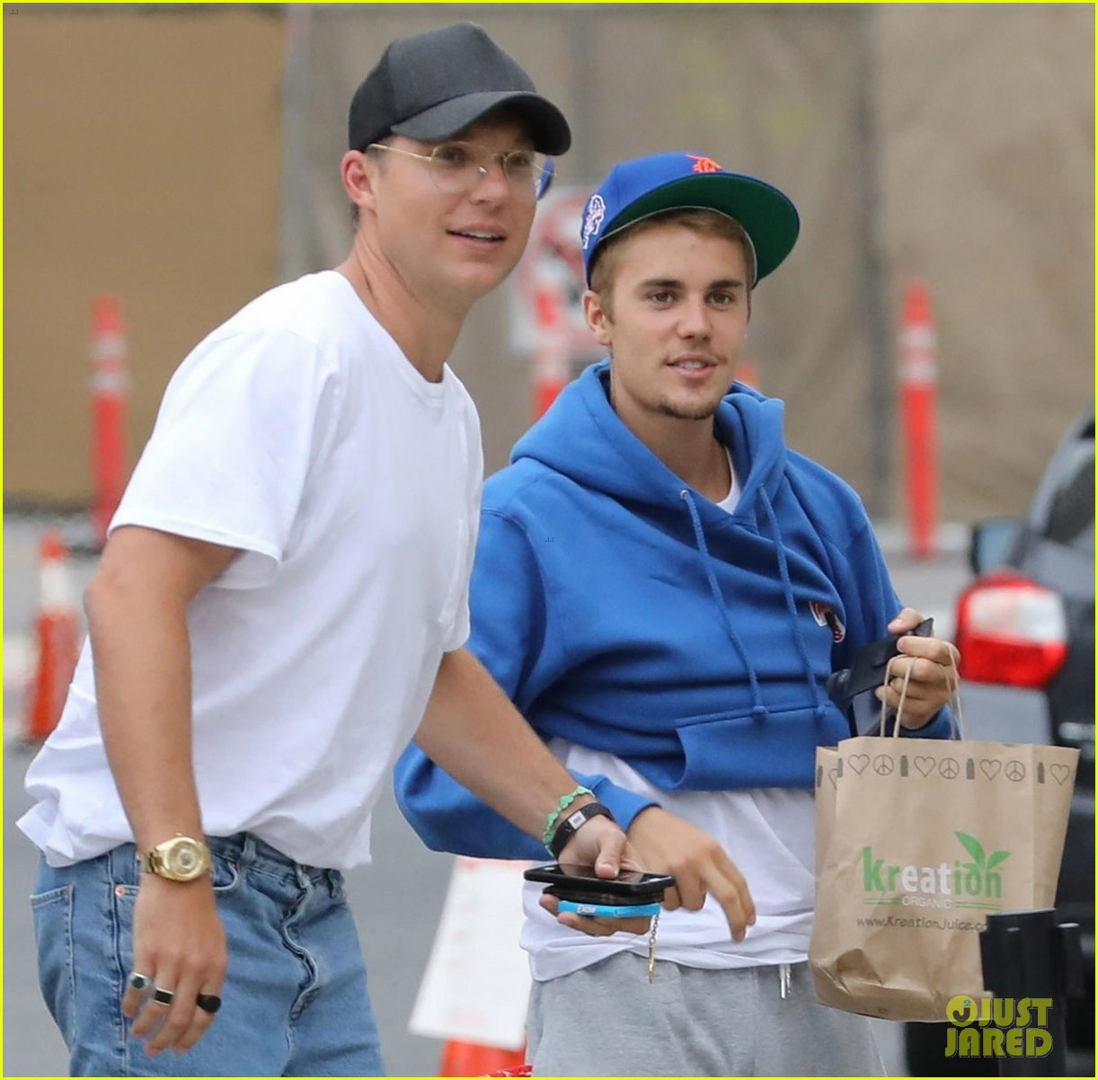 justin bieber returns to church after hitting photographer with truck 033937332