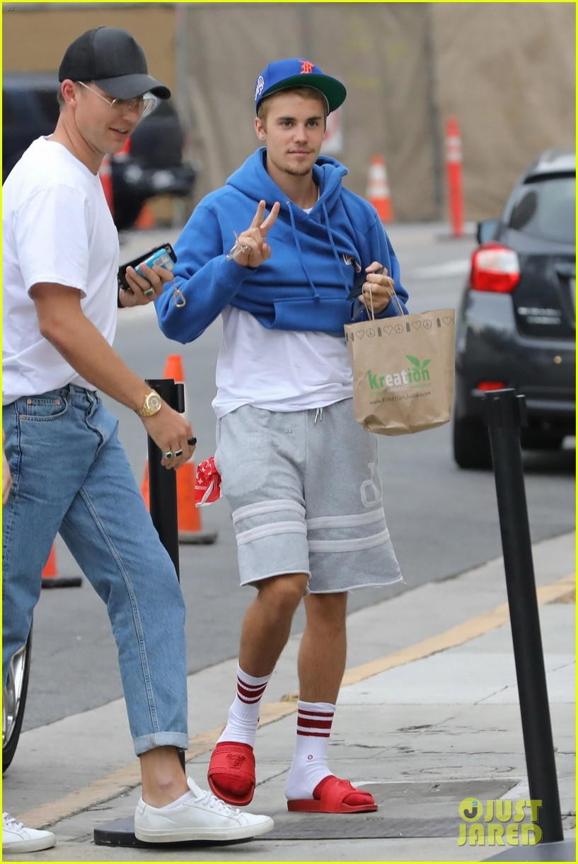 justin bieber returns to church after hitting photographer with truck 063937335