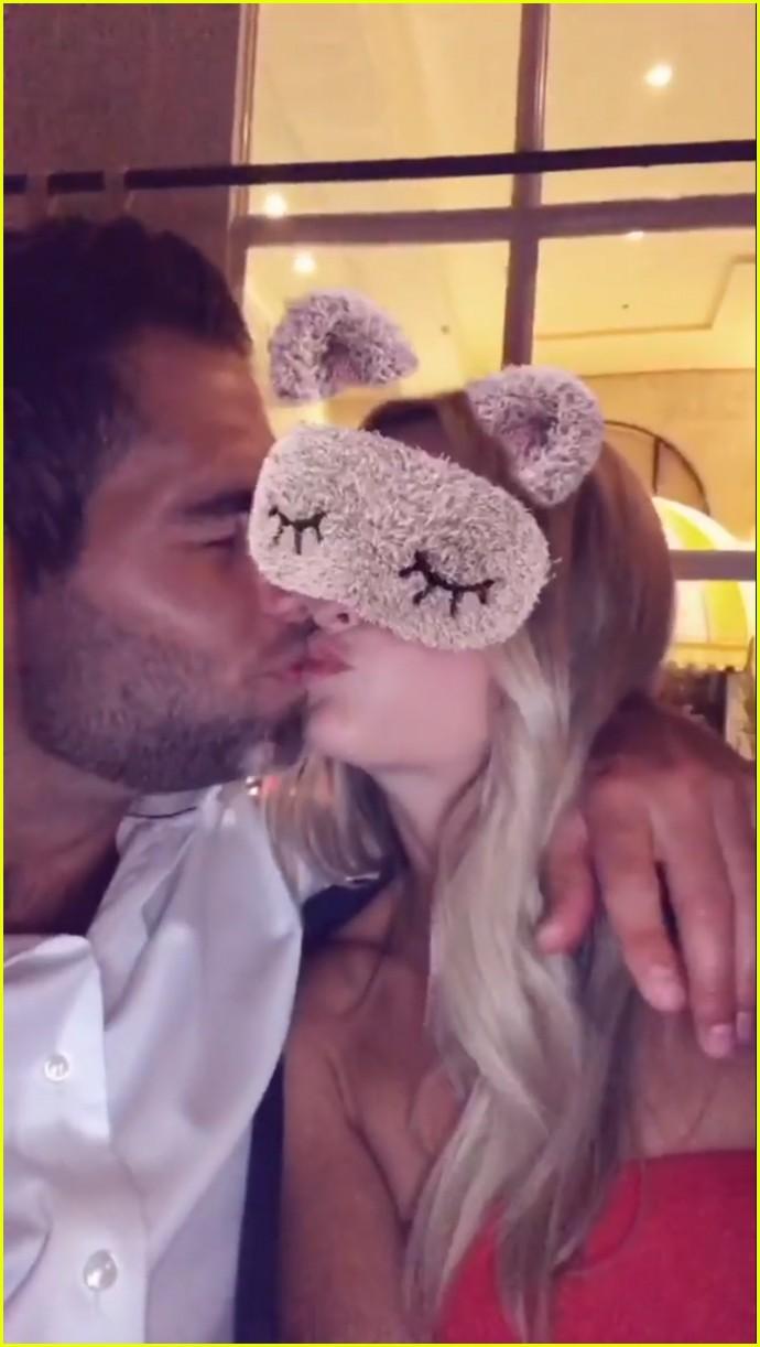 lauren bushnell goes public with new boyfriend devin antin 023941095