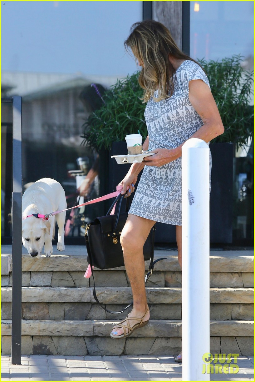 caitlyn jenner dog accompanies her on starbucks stop 033947958
