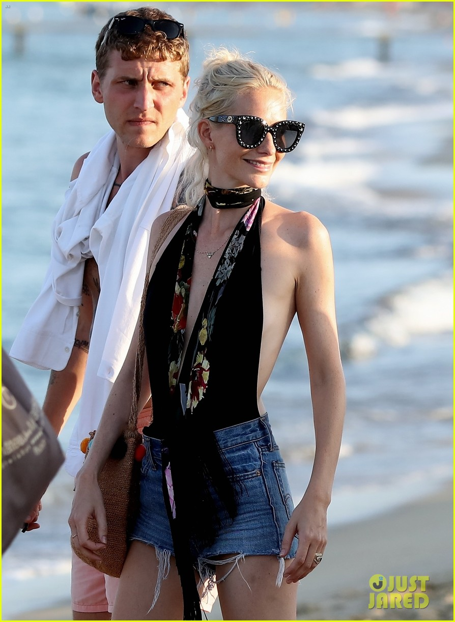 cara delevingne enjoys st tropez vacation with family friends 013946333