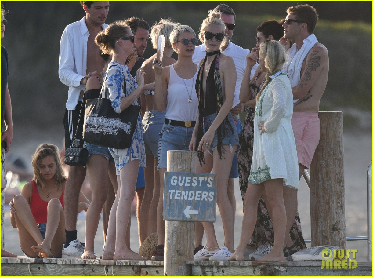 cara delevingne enjoys st tropez vacation with family friends 033946335