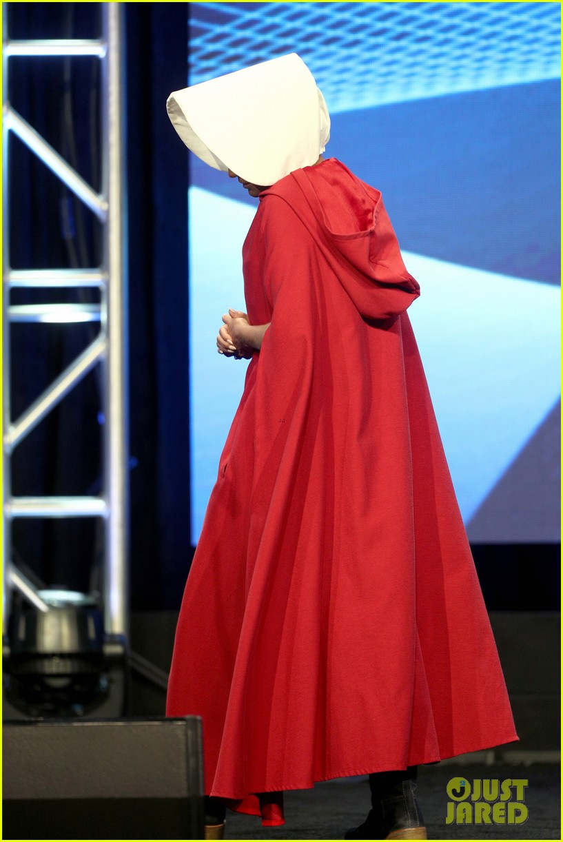 kristin chenoweth dresses as a handsmaid at tca awards 123938156