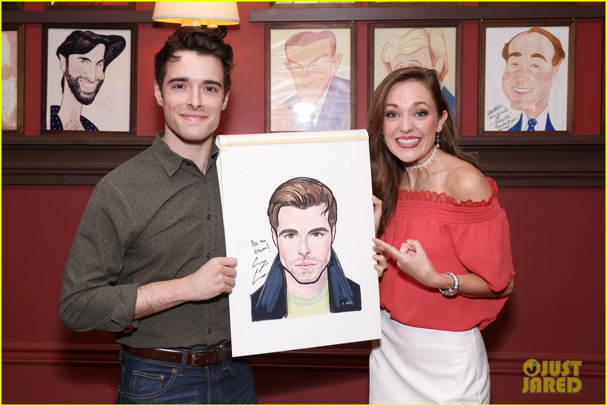 corey cott unveils his portrait at ny sardis 033941114