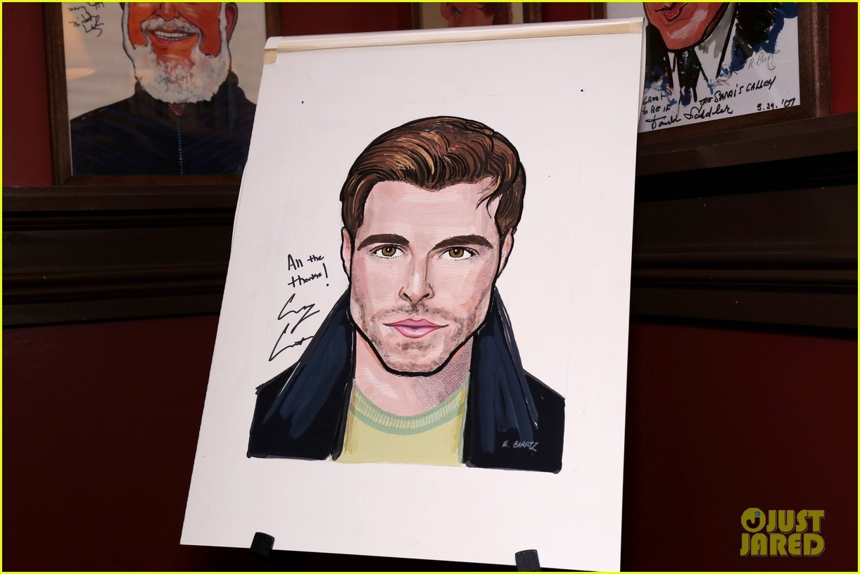 corey cott unveils his portrait at ny sardis 043941115