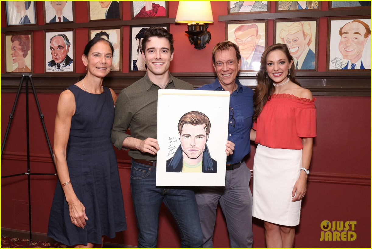 corey cott unveils his portrait at ny sardis 163941127