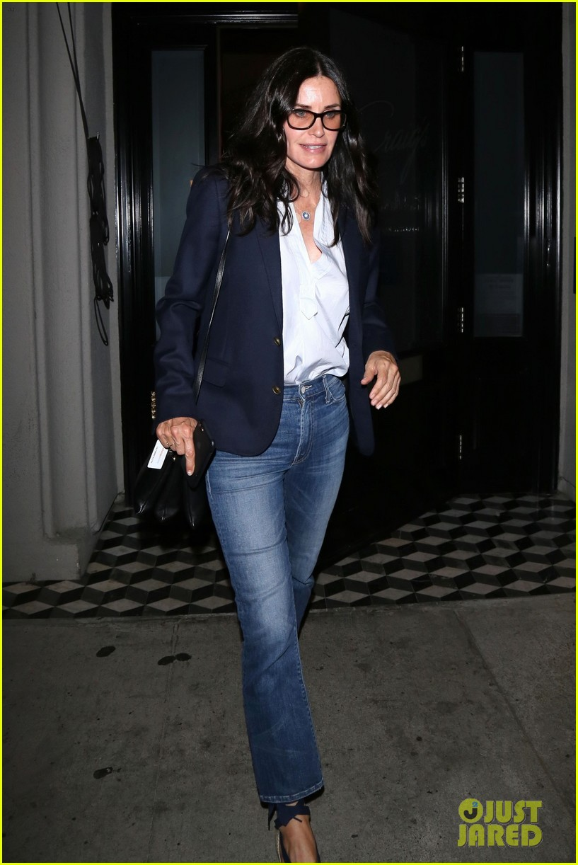 courteney cox grabs dinner with friends at craigs 023945268