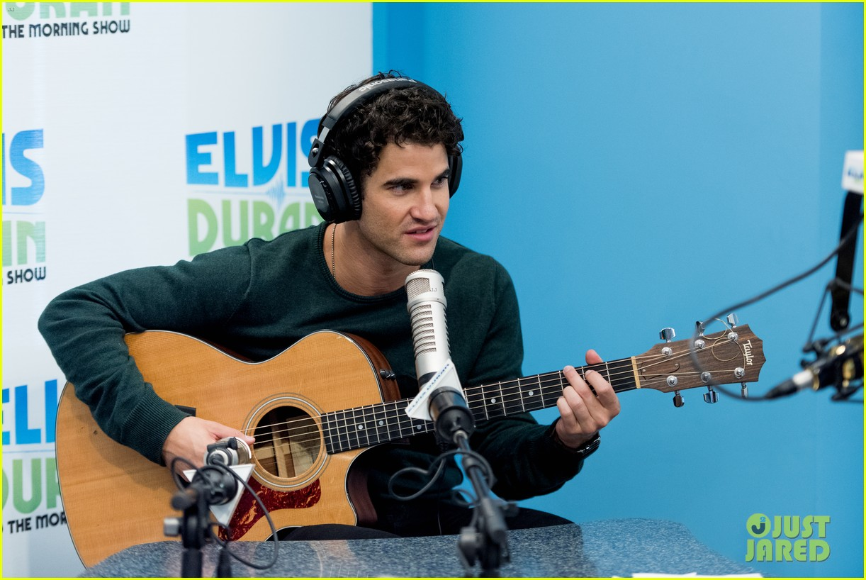 darren criss performs i dreamed a dream on elivs duran 023937668