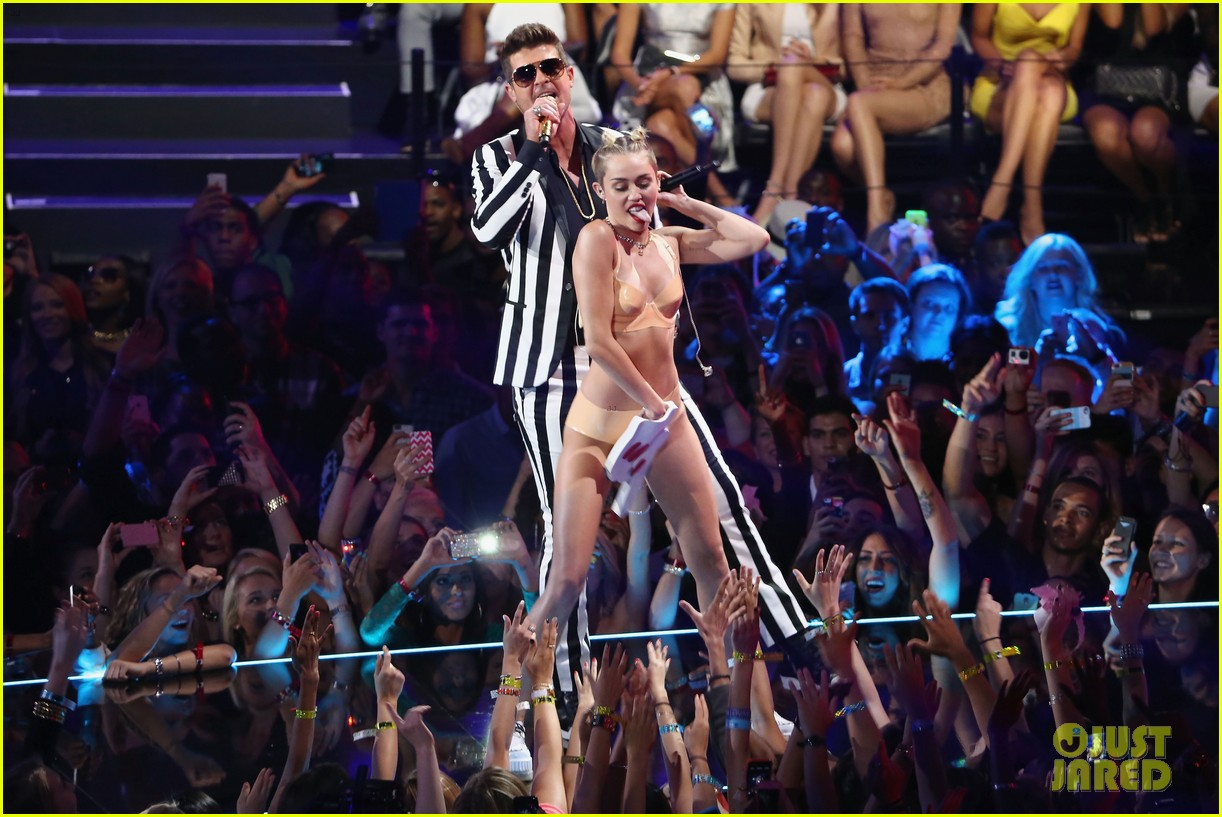 miley cyrus promises to be good at vmas 2017 023946406