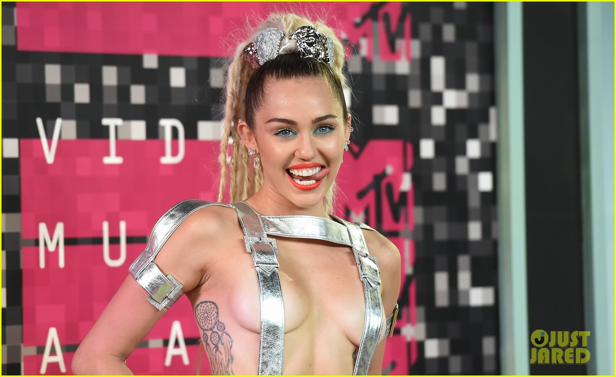 miley cyrus promises to be good at vmas 2017 053946409