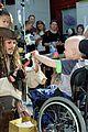 johnny depp dresses as jack sparrow to visit childrens hospital 01