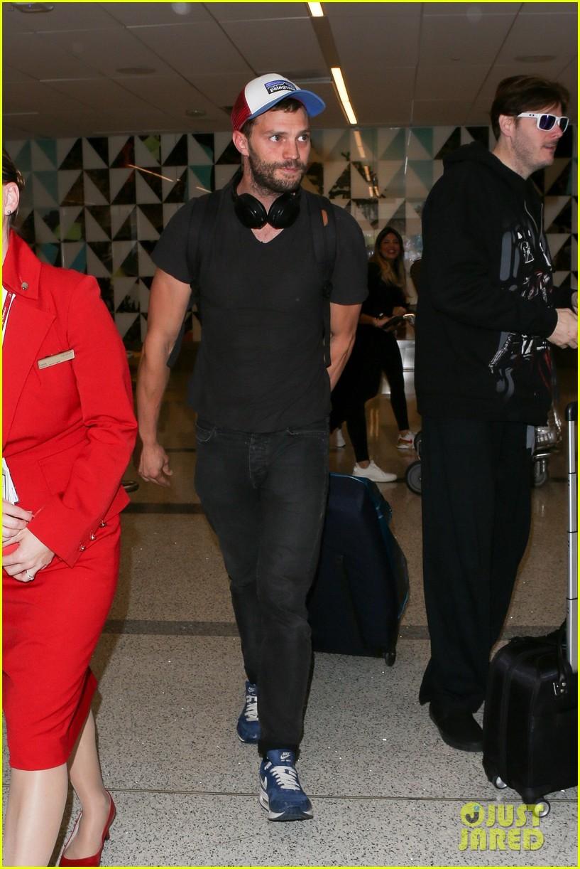 jamie dornan arrives at lax airport 013937213