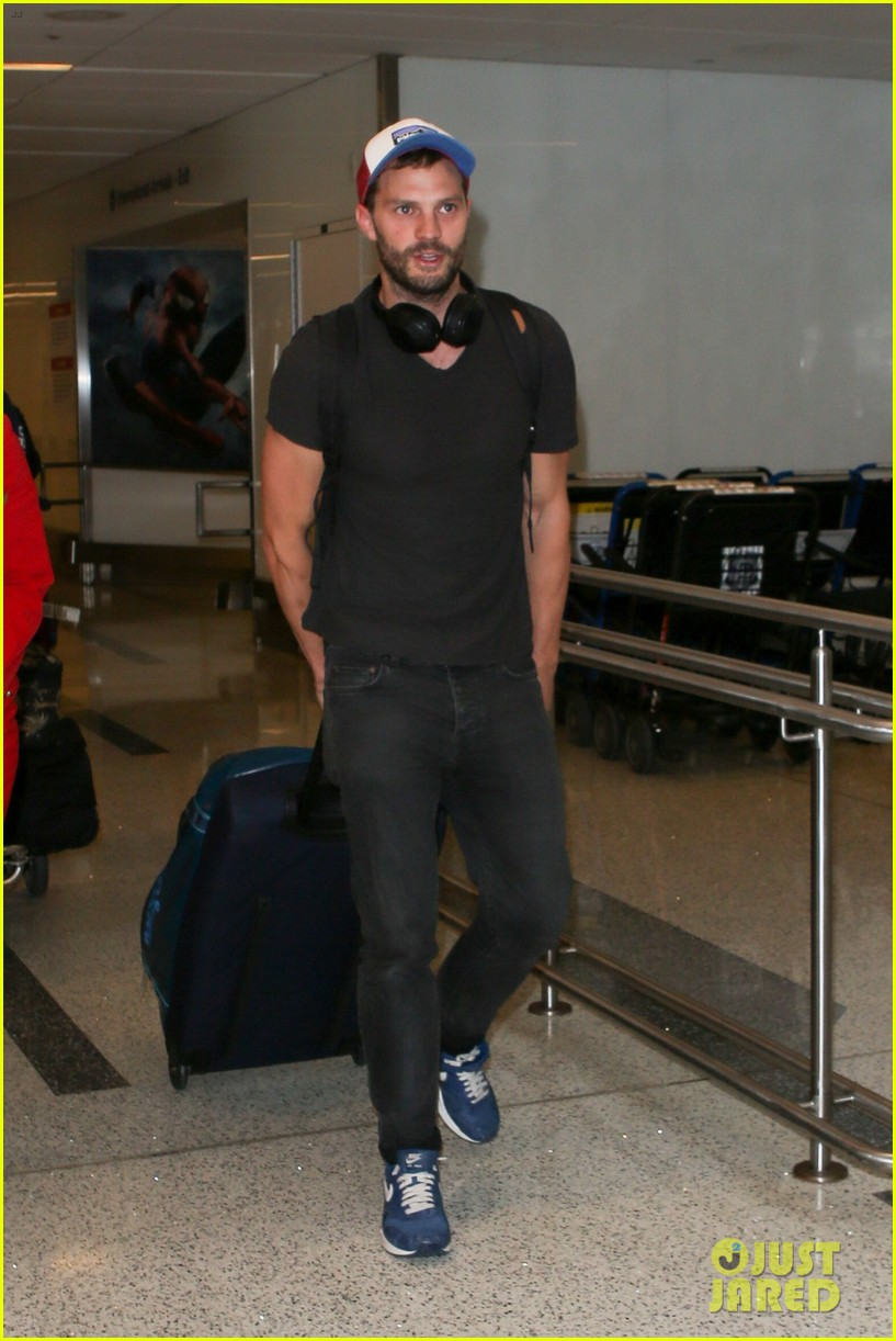 jamie dornan arrives at lax airport 033937215