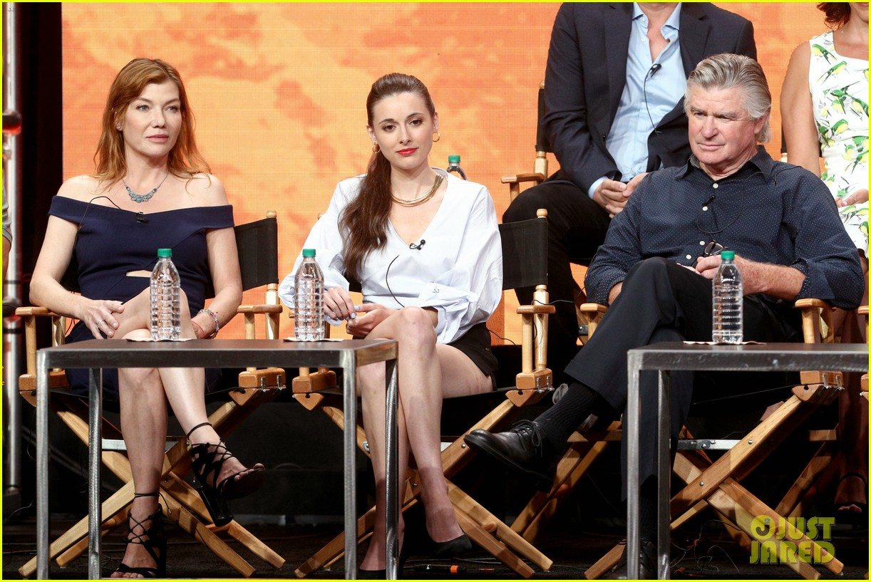 everwood cast holds epic reunion talks possible reboot 043937090