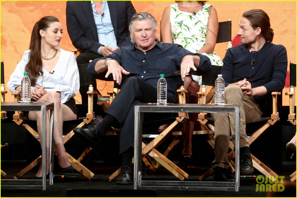 everwood cast holds epic reunion talks possible reboot 073937093