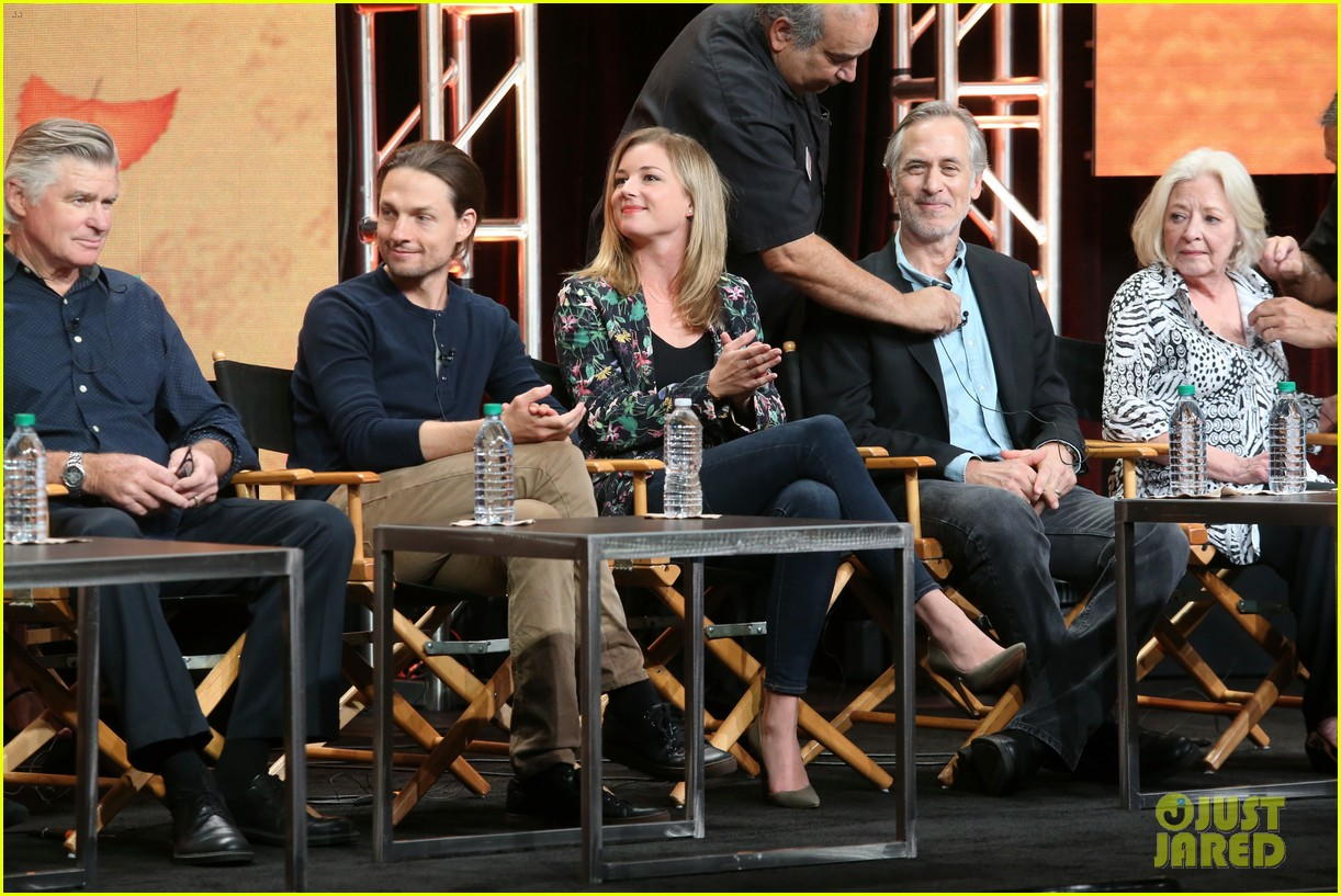 everwood cast holds epic reunion talks possible reboot 143937100