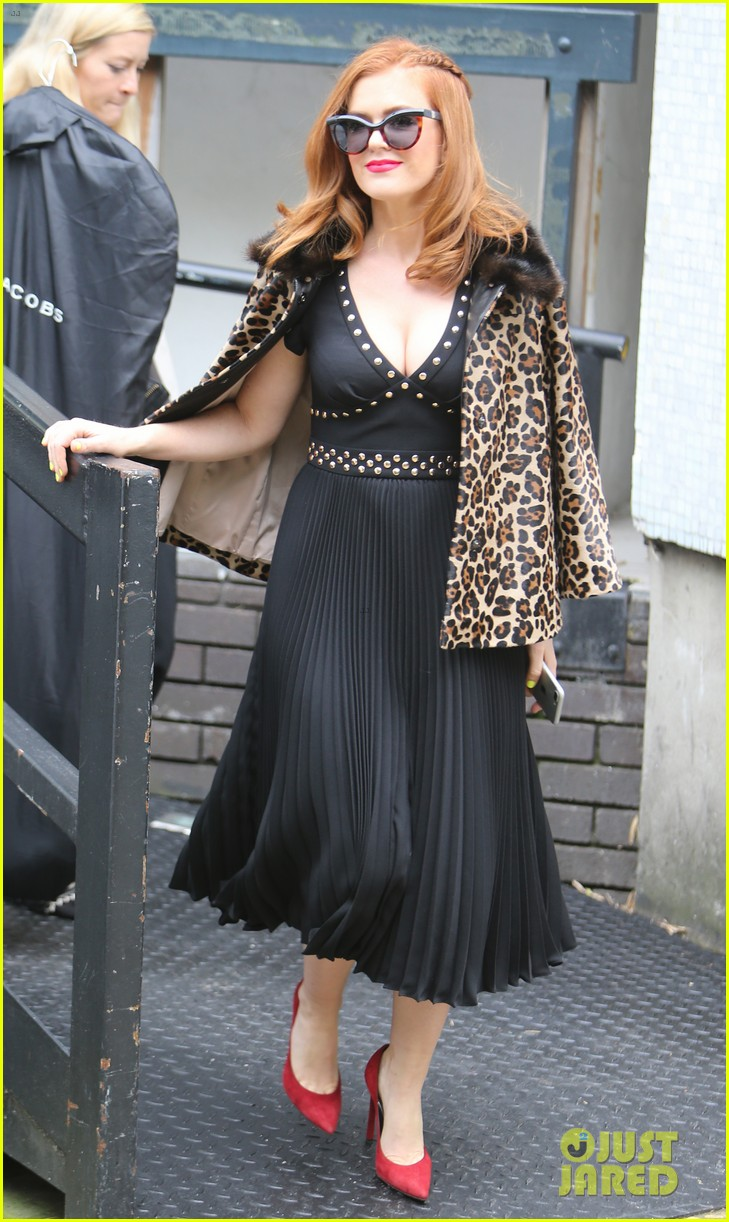 isla fisher on making people laugh im very comfortable tapping into my inner idiot 023944458