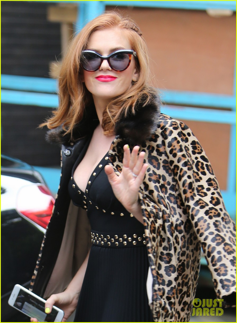isla fisher on making people laugh im very comfortable tapping into my inner idiot 033944459