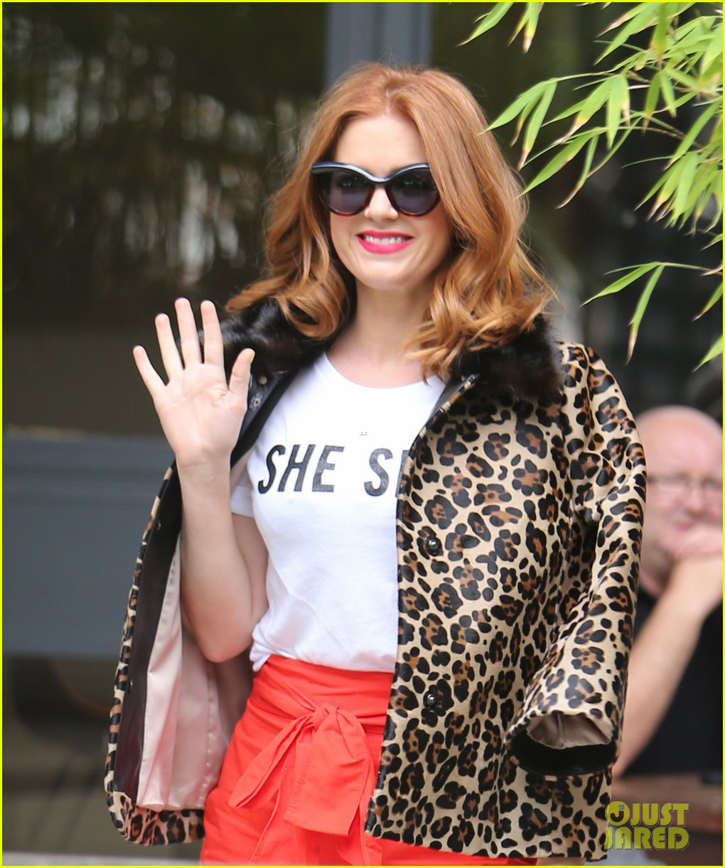 isla fisher on making people laugh im very comfortable tapping into my inner idiot 083944464
