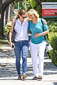 jennifer garner is all smiles with ben afflecks mom 05