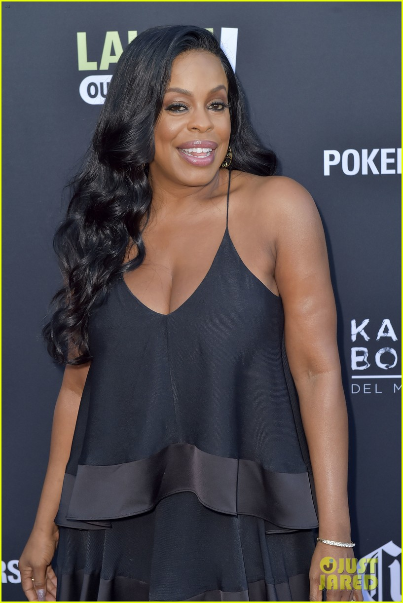 kevin hart pregnant wife eniko parrish celebrate laugh out loud launch 063937805