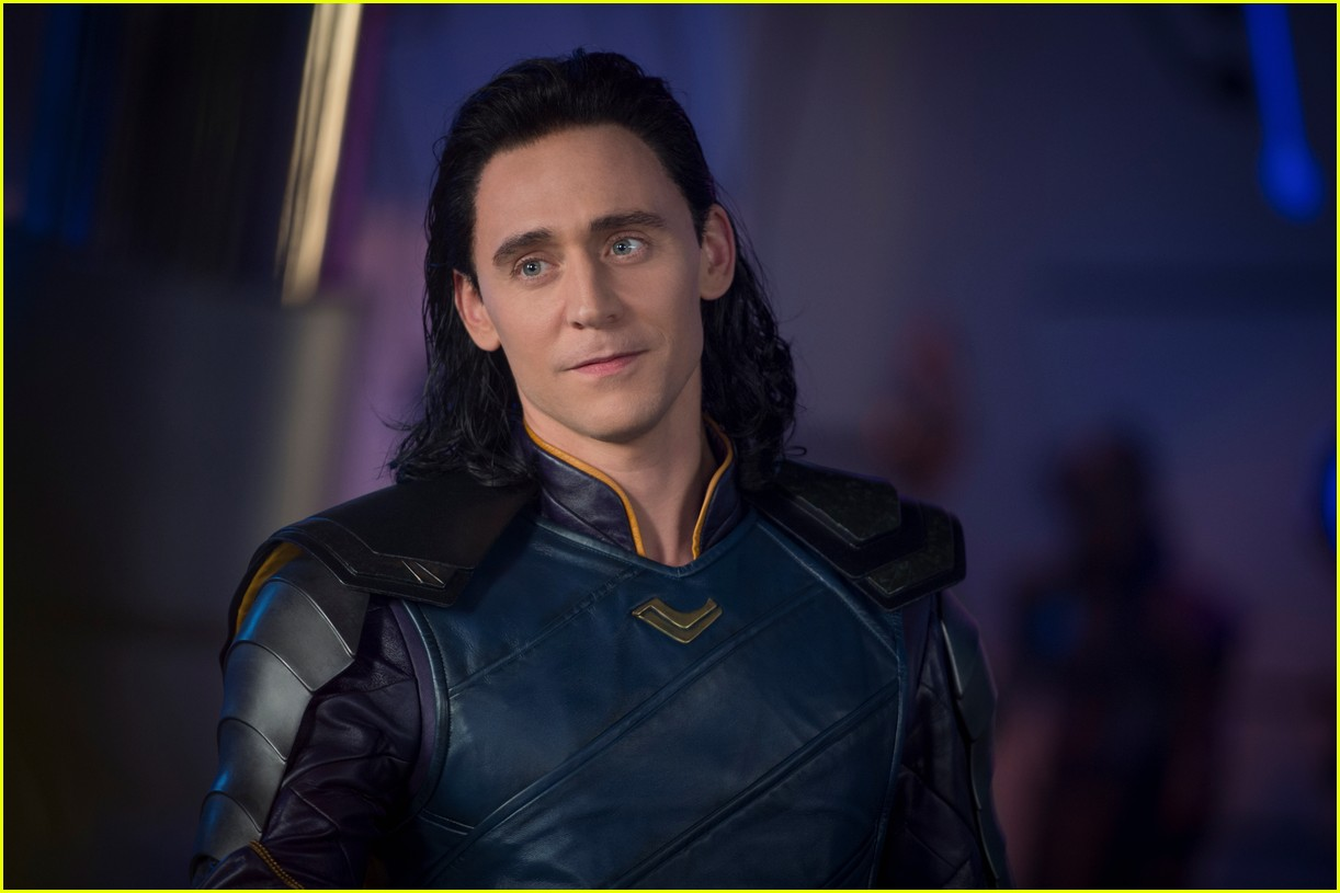 chris hemsworth tom hiddleston new thor ragnarok images 013943311